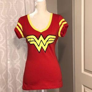 🔥SALE!!!🔥DC Comics Wonder Women Top with Cape